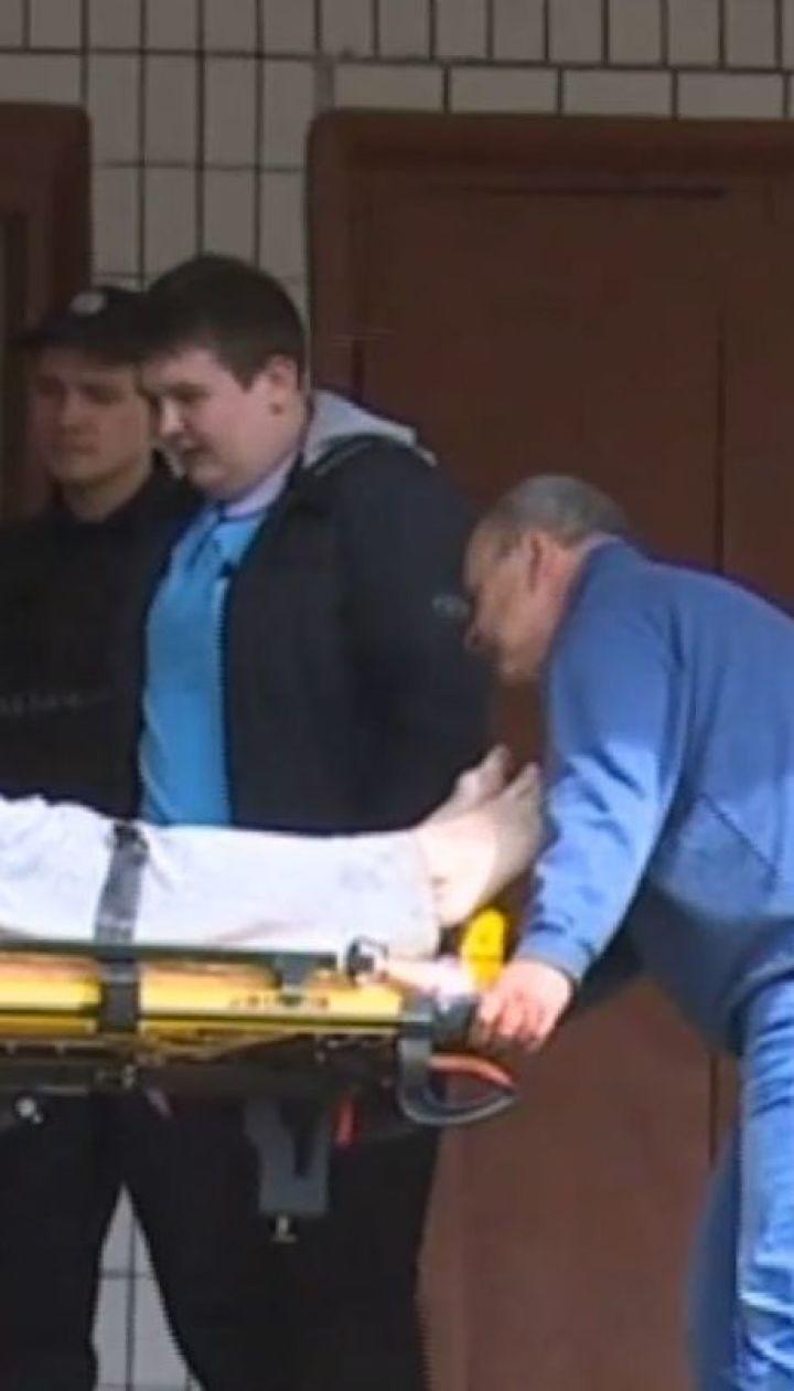 Із ножем, молотком і гайковим ключем: чоловік із психічними розладами кидався на людей