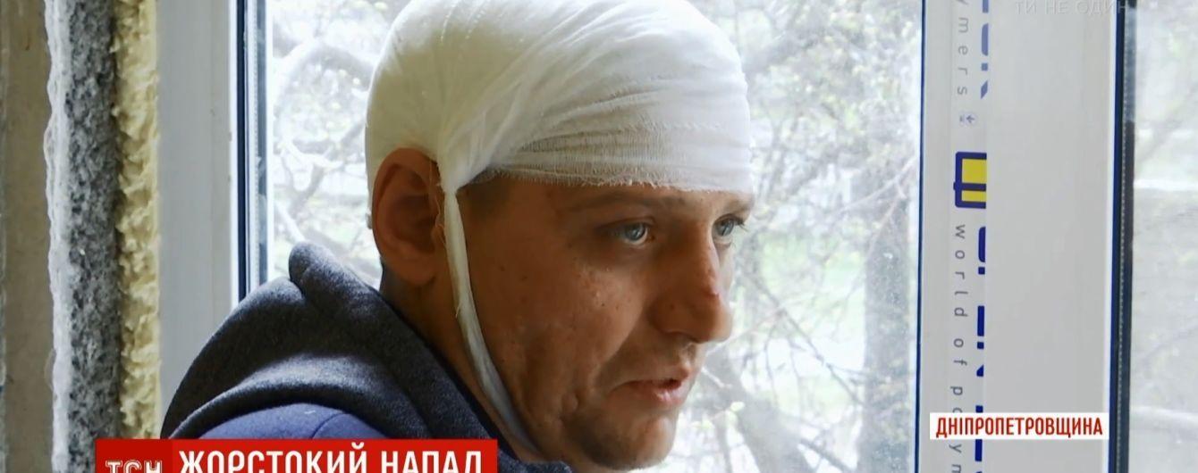 В Каменском неадекватный мужчина избил соседей и четырех копов