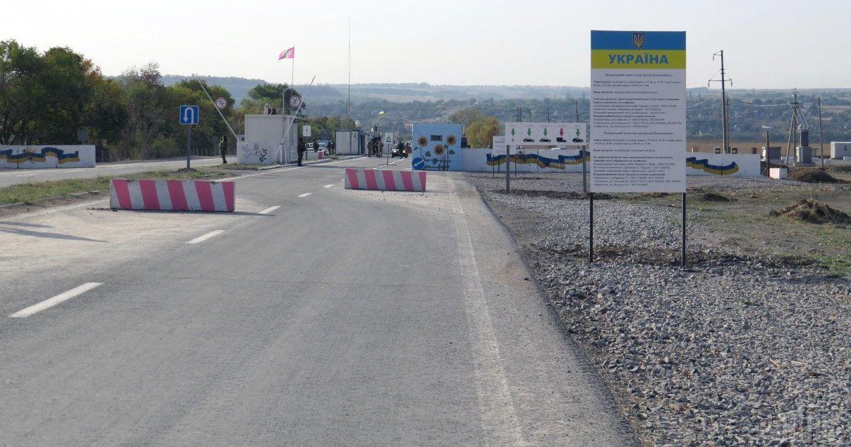 Бойовики блокують роботу пунктів пропуску на Донбасі: працює лише два