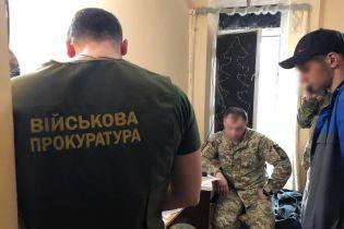 """СБУ задержала офицера, который за деньги крышевал """"самоволку"""" солдат"""