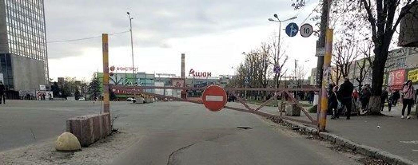 """В Киеве неизвестный """"заминировал"""" супермаркеты и ТРЦ"""