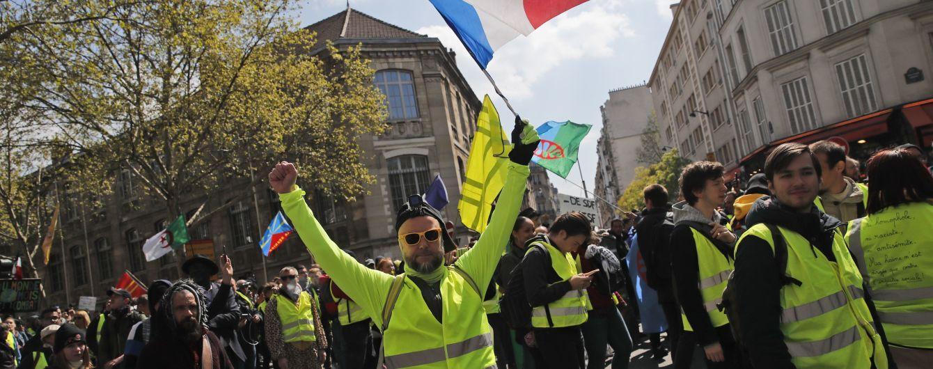 """В Париже """"желтые жилеты"""" вышли на митинг: полиция задержала почти 40 человек"""