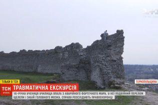 На Тернопольщине студентка сорвалась с руин крепости, куда вскарабкалась ради селфи