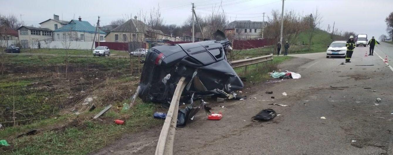 Жуткое ДТП на Харьковщине: ВАЗ на скорости наткнулся на отбойник, водителю оторвало руку