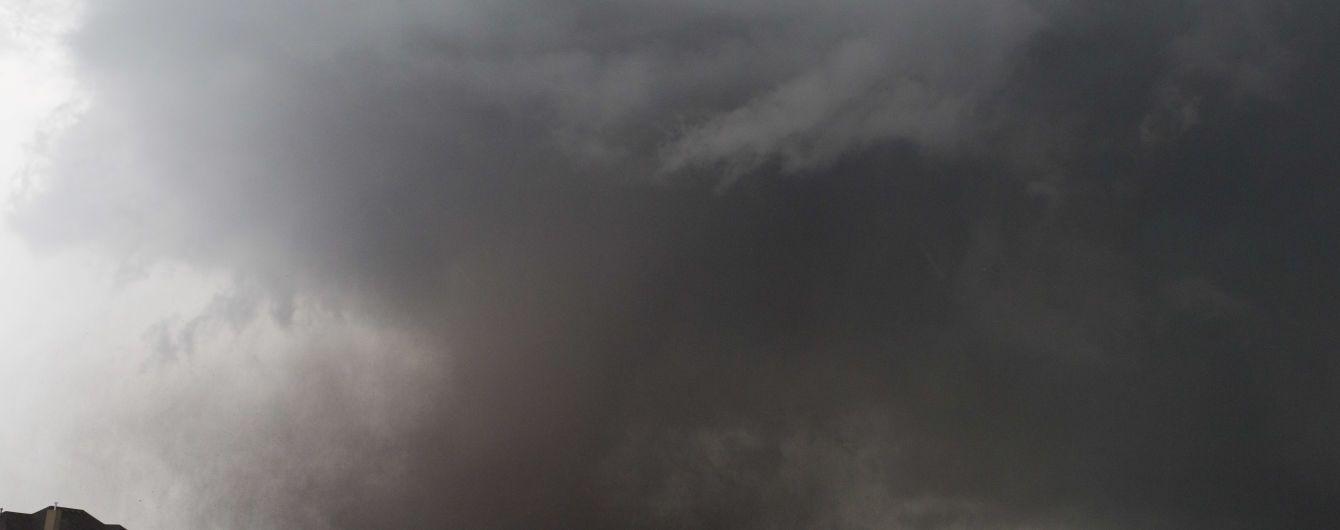 """Руйнівний торнадо """"атакував"""" місто у Техасі, є постраждалі"""