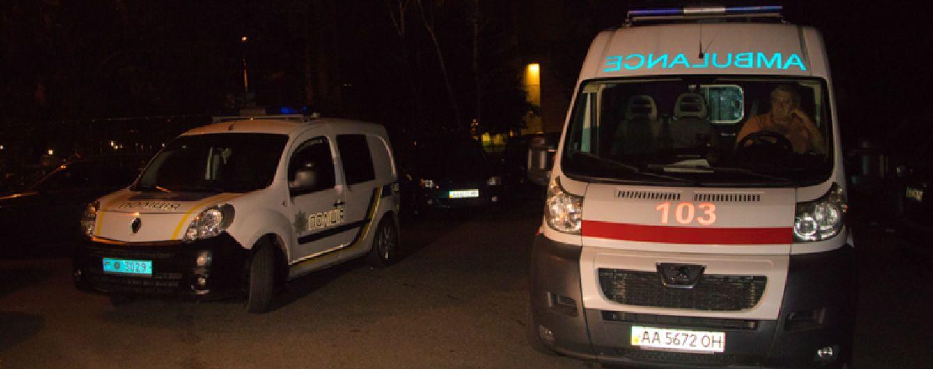 В Киеве возле собственного дома изнасиловали 21-летнюю девушку