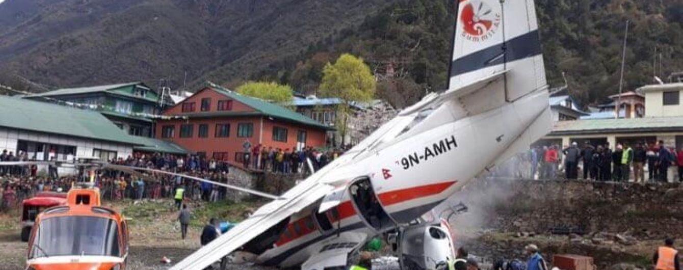 Вертолет и самолет столкнулись в Непале, есть погибшие