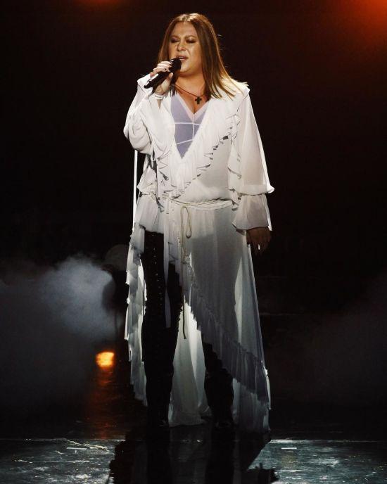 """Рокерка Вікторія Ягич зворушила своїм ліричним співом на """"Голосі країни-9"""""""