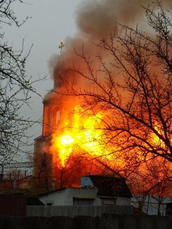 Під Харковом спалахнув храм УПЦ МП, під час пожежі обвалився купол