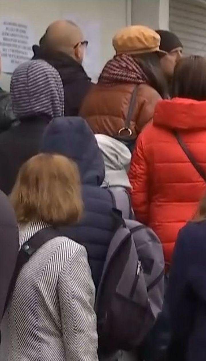 Выборы-2019: большие очереди выстроились перед отделениями ведения госреестров