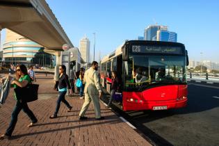 В Дубае запускают бесплатные автобусы до аэропорта из-за ремонта взлетно-посадочных полос