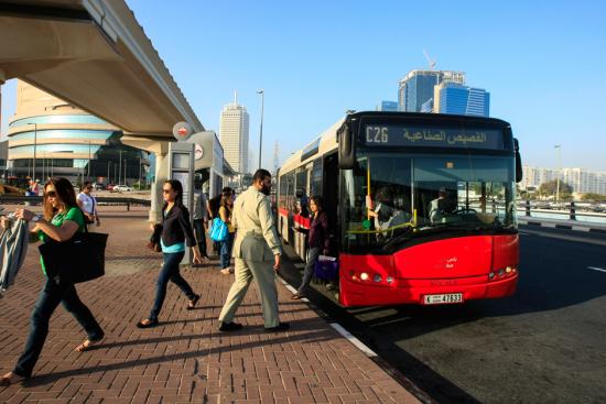 У Дубаї запускають безкоштовні автобуси до аеропорту через ремонт злітно-посадкових смуг