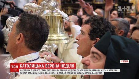 Антонио Бандерас посетил праздничную мессу по случаю Вербного воскресенья
