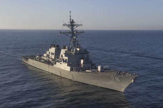 """Американському есмінцю у Чорному морі """"сіли на хвіст"""" російські кораблі"""