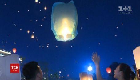 Ночь в огне: дайцы отмечали приход нового года невероятной церемонией