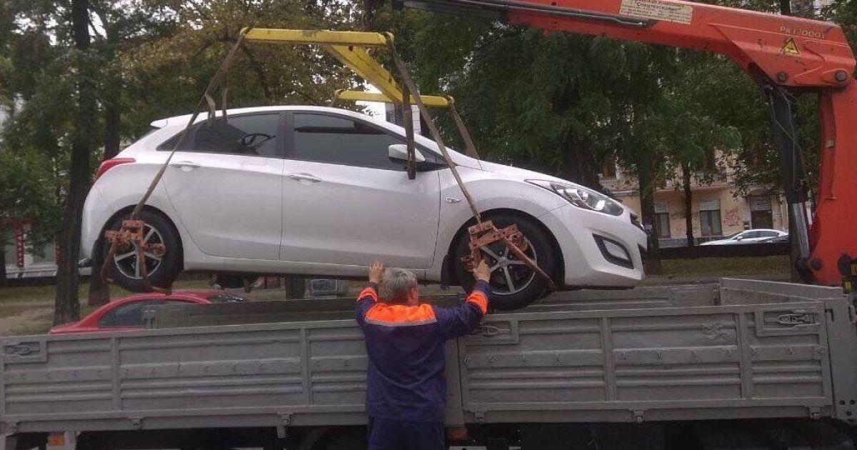 У Києві евакуювали 30 автівок порушників за тиждень