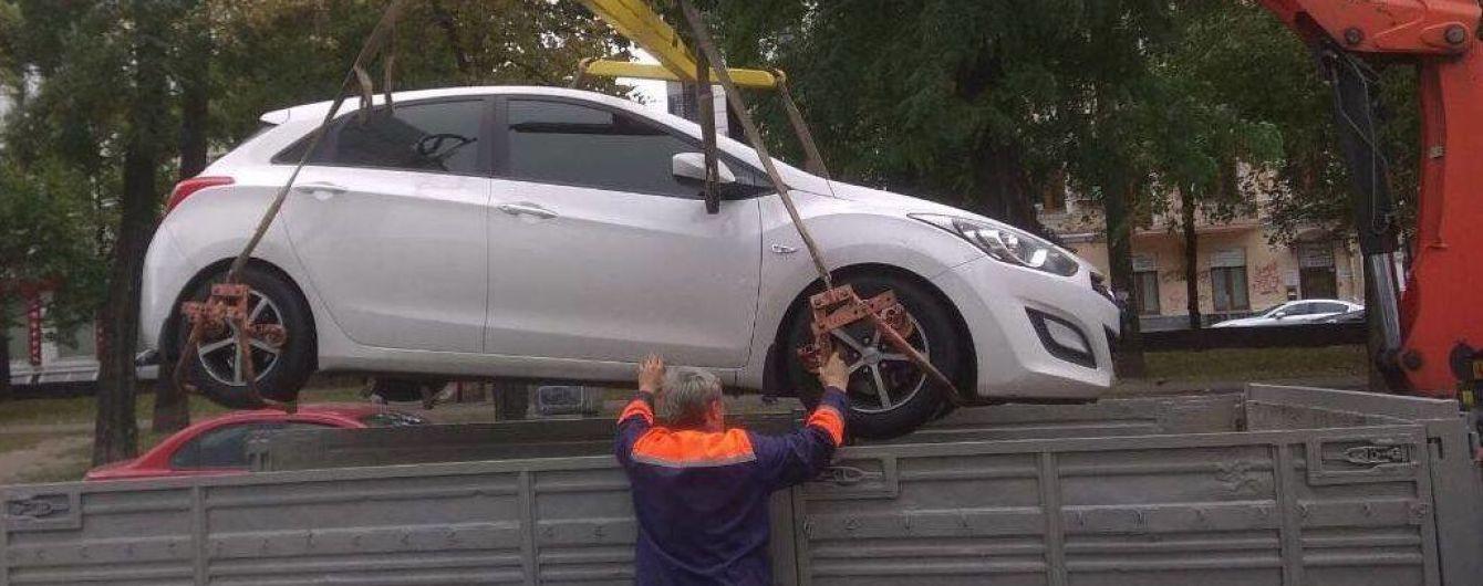 У Києві евакуювали 22 автівки порушників за тиждень
