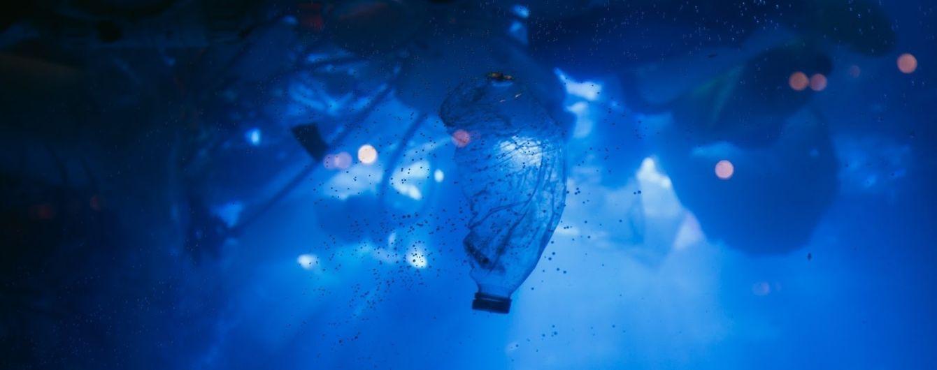 В Амстердаме представили необычный экспонат из пластика