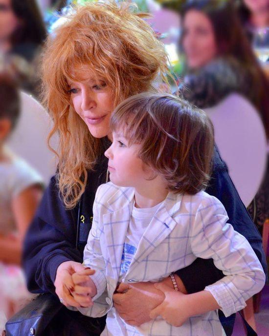 П'ятирічні діти Пугачової довели маму до сліз у день народження