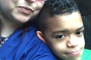 """9-летний фанат """"Челси"""" пострадал от дымовых шашек во время битвы с """"Ливерпулем"""""""