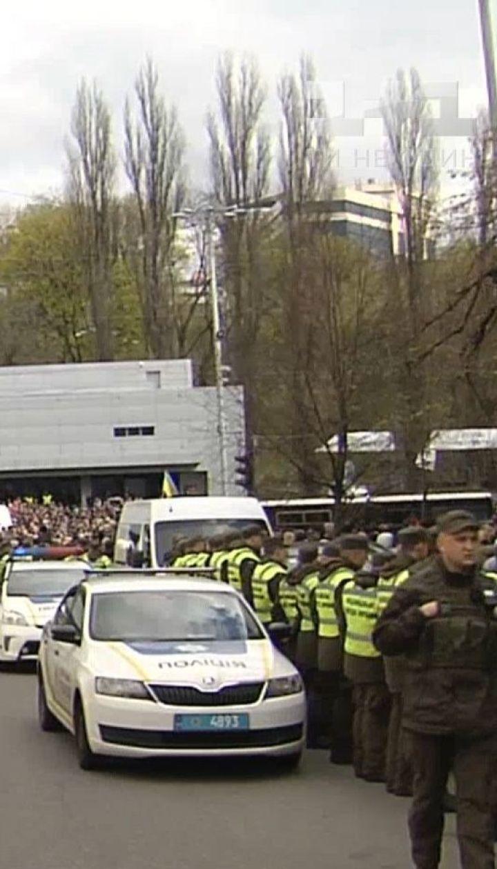 """Провокації можливі: поліція готується до ймовірних дебатів на """"Олімпійському"""" 19 квітня"""