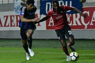 В Азербайджані футболіст показав арбітру член просто посеред матчу