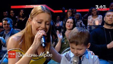 8-річний Данило Чобанюк заспівав із Тіною Кароль у прямому ефірі