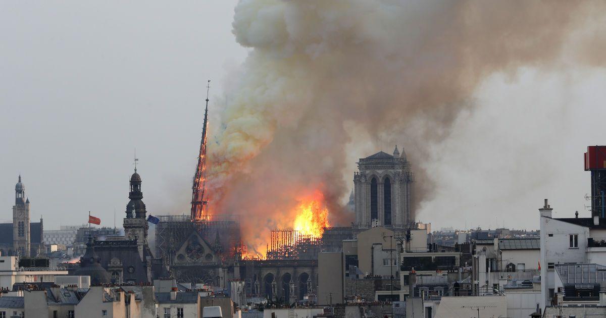 Сегодня горит частичка всех нас – Макрон о пожаре в соборе Парижской Богоматери