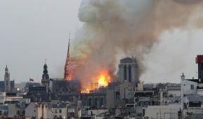 Нотр-Дам в огне. Мир потрясли фото разрушительного пожара символа Парижа