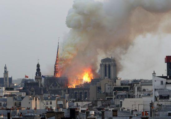 Сьогодні горить частинка всіх нас – Макрон про пожежу в соборі Паризької Богоматері
