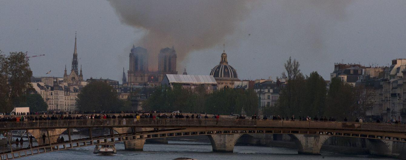 В Париже эвакуируют остров, на котором расположен собор Парижской Богоматери
