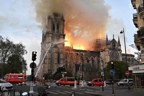 Собор Паризької Богоматері: головне про важливу архітектурну пам'ятку, котру може знищити вогонь