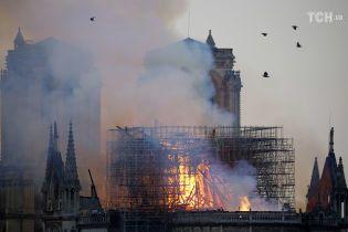 В ЮНЕСКО пообещали помочь восстановить Нотр-Дам после масштабного пожара
