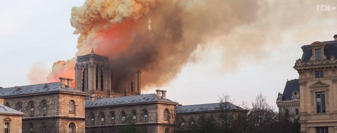 """Карикатура Hebdo и """"Notre Drame"""". Известные СМИ на первых полосах рассказали о пожаре в Нотр-Даме"""