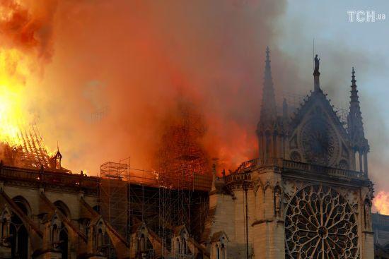 Святі для християн реліквії Нотр-Даму не постраждали – ЗМІ