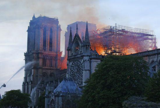 Святі для християн реліквії Нотр-Дам не постраждали – ЗМІ