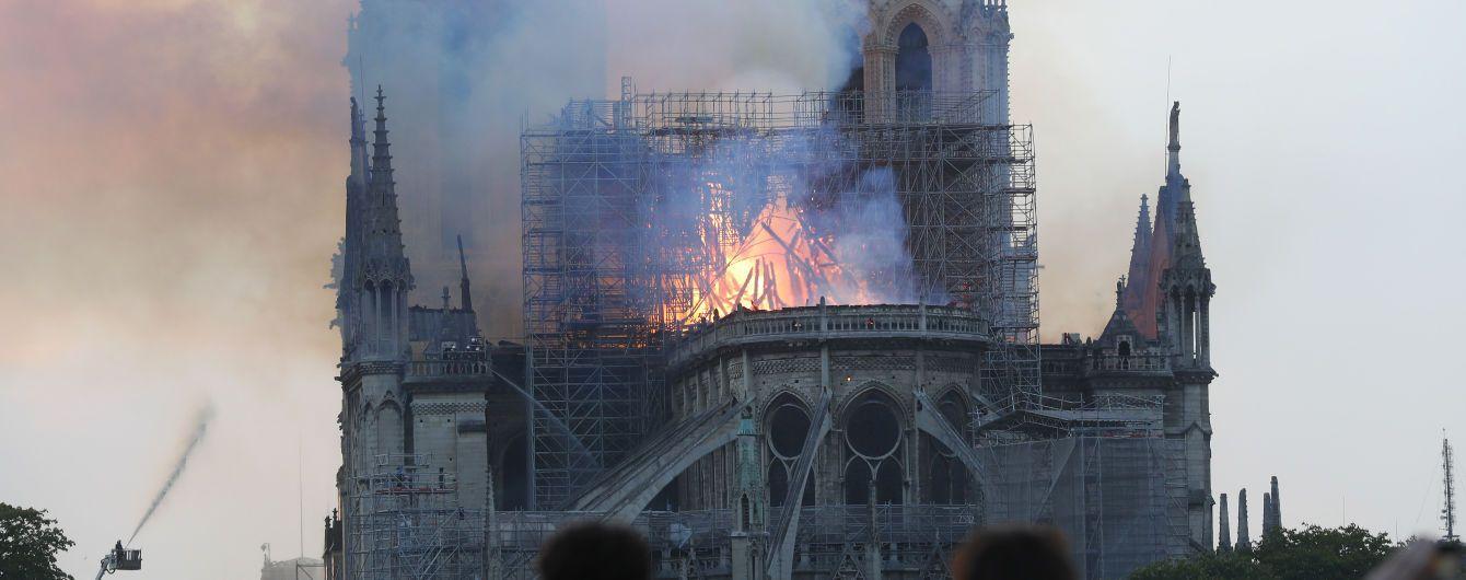 ЗМІ опублікували відео зсередини охопленого полум'ям Нотр-Дама