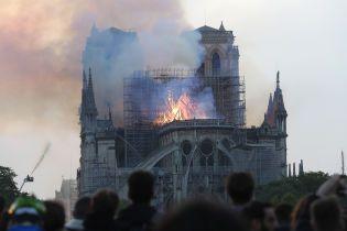 СМИ опубликовали видео изнутри горящего Нотр-Дама