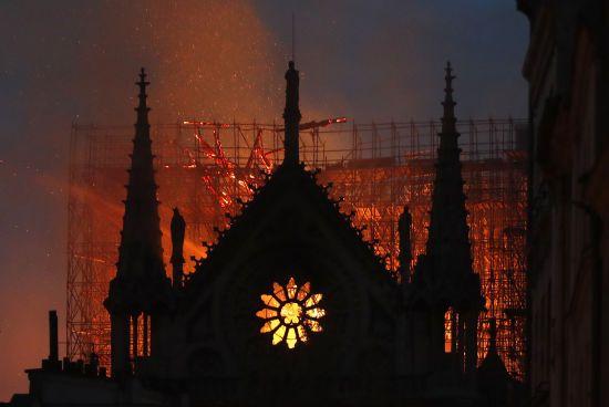 З'явилося фото руйнівних наслідків пожежі у Нотр-Дамі, зняте з висоти пташиного польоту