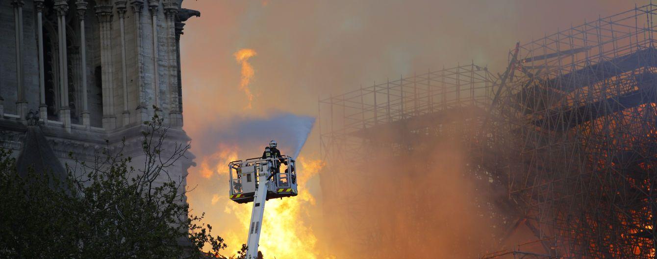 Масштабна пожежа у соборі Паризької Богоматері: з'явилися перші постраждалі