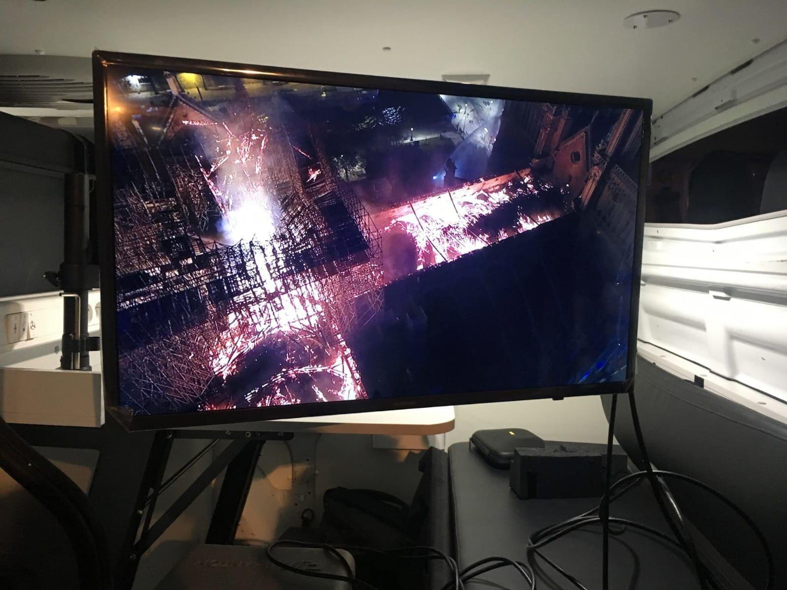 Пожежа у Нотр-дамі безпілотник