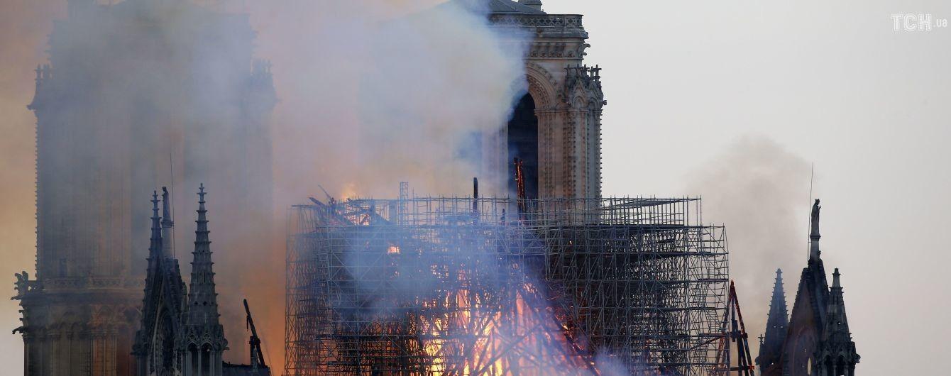 YouTube прийняв кадри охопленого пожежею Нотр-Дама за відео терактів 9/11 та помітив їх як фейк