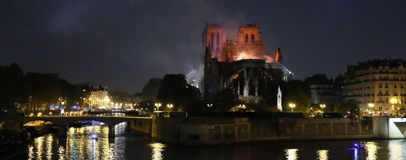 Зеленский выразил соболезнования Макрону и французам по поводу пожара в Нотр-Даме