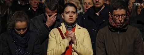 Молитви на колінах за спасіння, плач та страх в очах: Як парижани переживають пожежу в Нотр-дамі