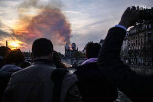 """""""Я чувствовала себя бессильной, когда огонь охватил собор"""": очевидцы рассказали о пожаре в Нотр-Даме"""