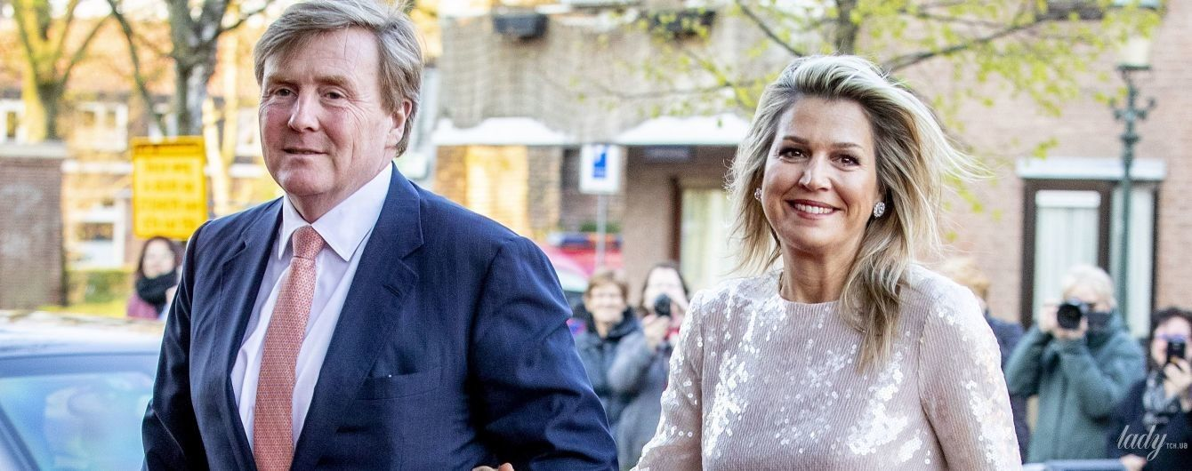 В платье с пайетками и небрежной укладкой: королева Максима с мужем на праздничном концерте