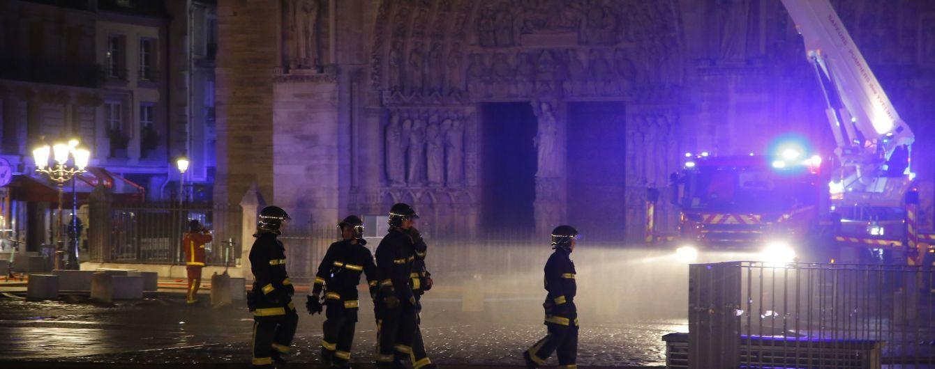 Пожар в Нотр-Даме: христианские святыни удалось спасти