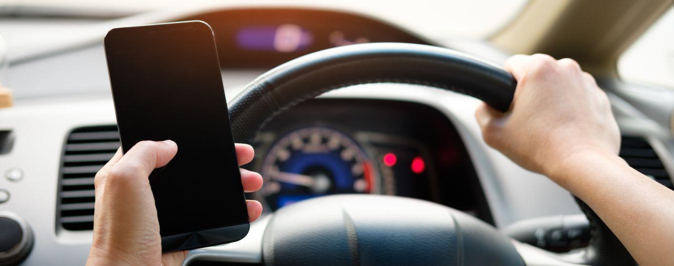 Як карають водіїв за телефон у руках в Європі та Україні: перевірка смартфону та штрафи