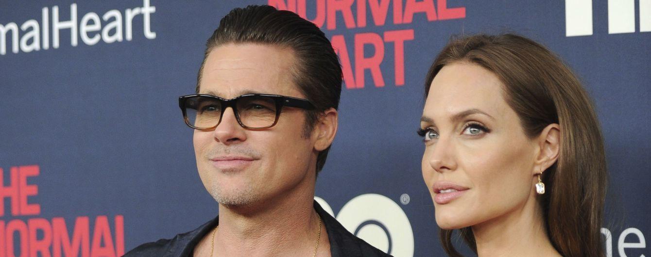 Анджелина Джоли избавилась от фамилии Брэда Питта – СМИ