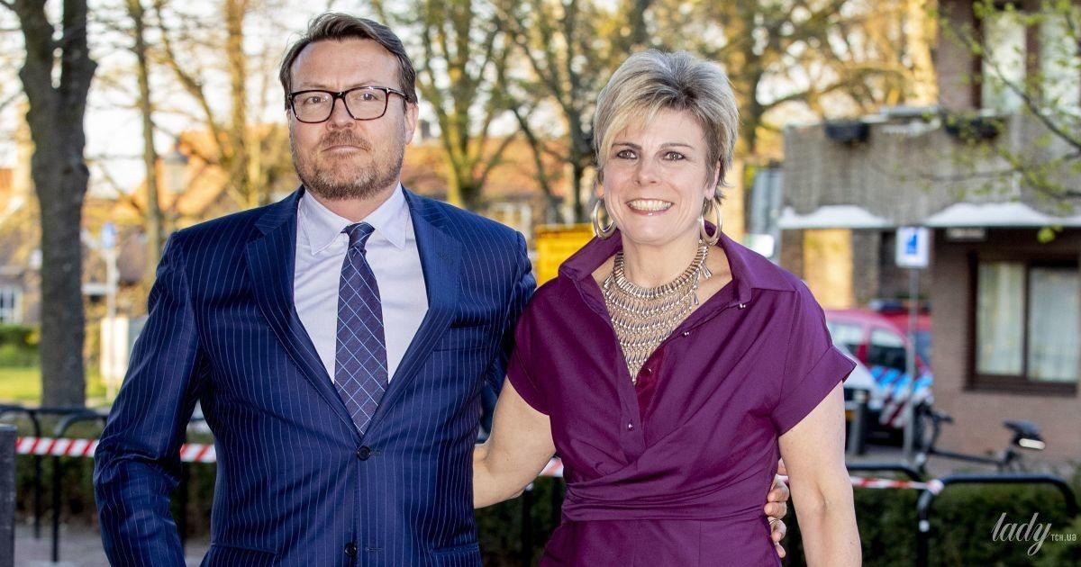 У винній сукні та на величезних підборах: нідерландська принцеса Лаурентін з чоловіком сходила на концерт
